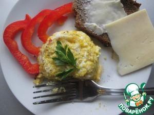 Все, наш омлет готов. Я его приперчила для пикантности. Мне очень понравилось сочетание с солоноватым сыром.