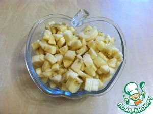 Bananas cut into cubes. Can sprinkle bananas with lemon juice to not turn black.