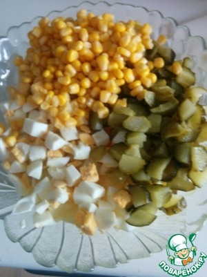 Eggs and cucumbers cut into cubes. Add corn, fried onions and finely chopped dill.