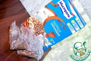 In boiling water, throws the bag of delicious buckwheat Unground, TM Mistral and cook for 20 minutes until tender.