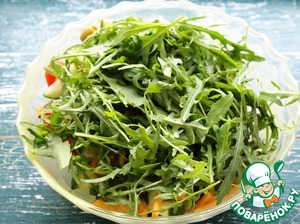 Arugula rinse, lay out on a towel, leaving the excess liquid and sent to the salad.