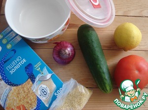 Prepare the vegetables and boil the millet, as indicated on the package.