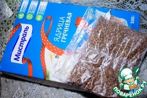 A bag of buckwheat Unground, TM Mistral throws into boiling water, add salt and cook until tender about 20 minutes.