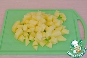 Картофель (2шт.) порезать кубиками.