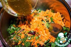 Поливаем маслом со специями, сбрызгиваем лимонным соком и перемешиваем. Убираем салат минут на 30 в холодильник, чтобы вкус и аромат дошел до нужной кондиции.