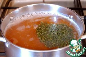 Добавить пряную сушенную зелень (1/2 ч. ложки).