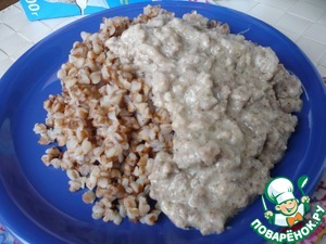 Carefully open the bag and put the buckwheat on a plate, and top to pour milk sauce with ground beef.    Bon appetit!