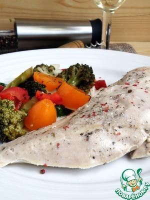 Подавать с любым гарниром, лучше с овощами, приготовленными максимально нежно, чтобы создать гармонию вкусов.