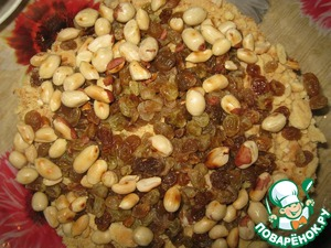 In a deep bowl put the crumbs of biscuits and nuts, prepared raisins and remaining half of nuts.