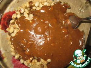 In the same bowl pour the cooled until warm and slightly thickened creamy candy mass.