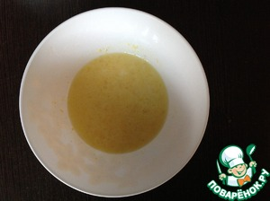 In a separate bowl, beat the eggs, lemon juice, lemon zest and vanilla until smooth.