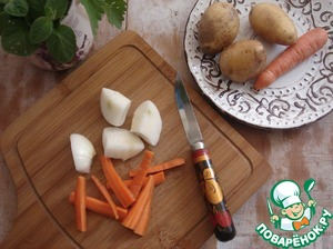 Carrots cut by cubes, onion-quarter.