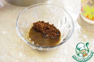 In a small Cup dissolve coffee in 1 tbsp water.