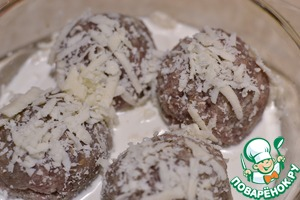 Sprinkle with cheese and put it into the preheated oven, buckwheat sent in salted boiling water. Buckwheat patties ready in 25 minutes. If in doubt about your oven, the burgers can hold it longer for 5-10 minutes.