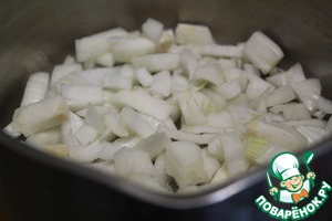 On the bottom of the pan put chopped onion cube.  A little pepper and salt.