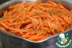 The meat put shredded carrot.  Add the spices and salt.