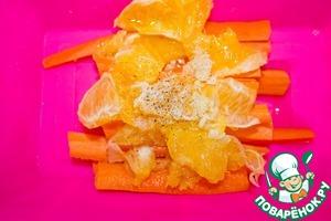 Также добавляем к моркови с апельсином мелкопорубленный чеснок, оливковое масло, перец и соль по вкусу. Перемешиваем и запекаем в духовке при 220С 15 минут.