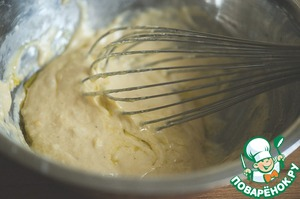 Add a tablespoon of olive oil and mix the dough again to obtain a homogeneous mass.