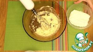 1.Хорошо перетрите сливочное масло с половиной сахара. Для этой цели я использовала венчик. В сахар я заранее высыпала пакетик ванилина.