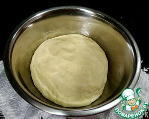 First you need knead the dough. In warm milk add yeast and allow them to blossom. Then add salt, sugar, vegetable oil and mix well.  Add half portions of flour, stir and then enter the remaining flour gradually. It took me 310 g of flour, you focus on your, you may need more or less. The dough will be elastic and soft.  Put in a warm place.