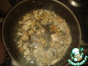 Fry finely chopped mushrooms in butter over high heat, occasionally shaking the pan and not letting them fry until Golden brown.