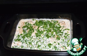 After 10 minutes pour in cream of chicken breast prepared with herbs and bake for another 10-15 minutes.
