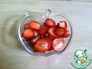 Strawberries cut into slices.