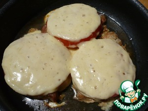 Escalope with tomatoes and cheese ready.