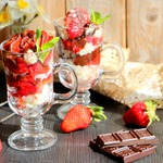 Рисовый десерт Клубника в шоколаде