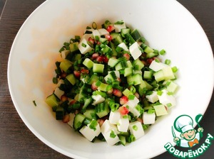 In a bowl, mix all the ingredients for the salad, add the dressing and again mix gently.