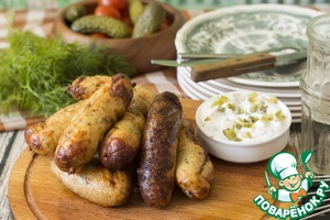 Sausage is well served with the Greek tzatziki sauce. For this marinated or pickled cucumber, finely chopped, mix with natural yoghurt, add a pinch of ground white pepper.