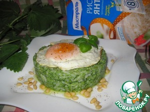 Green rice spread on a plate, put some eggs. Optional salt-pepper.