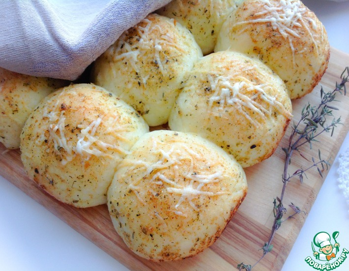 Рецепт: Чесночные булочки с пармезаном
