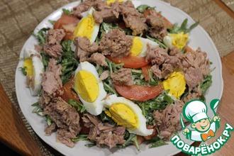Рецепт: Салат с тунцом и сырной заправкой