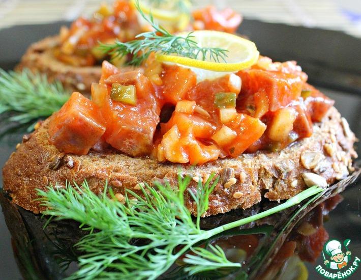 Рецепт: Норвежский салат с лососем на хлебе