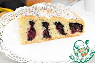 Рецепт: Пирог с вишней и маком Крученый