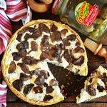 Грибной пирог с сыром и огурцами