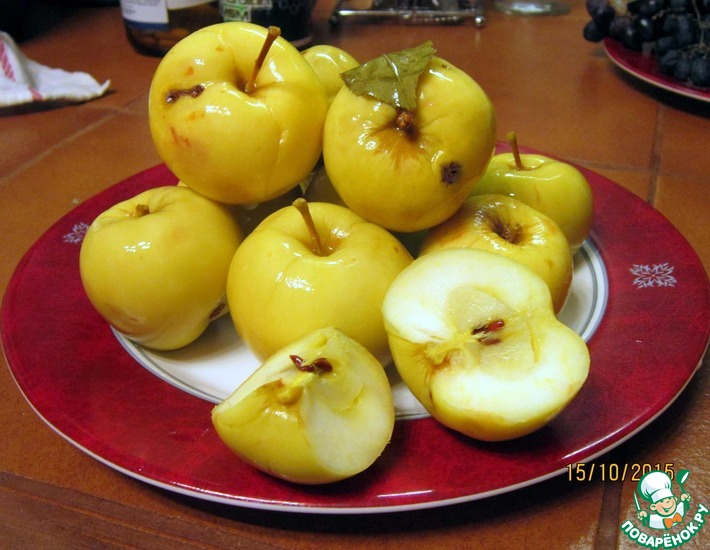 Рецепт: Мочёные яблоки с мёдом и специями