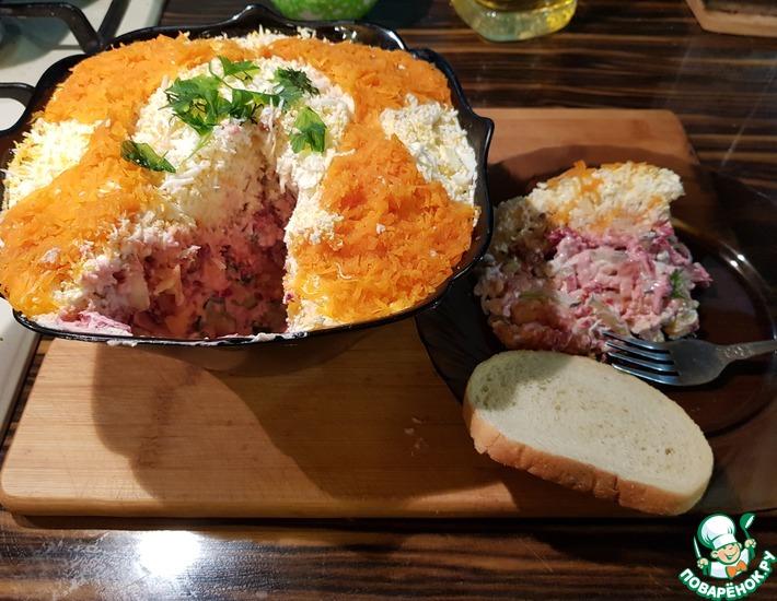 Рецепт: Салат с маринованной свеклой и горбушей
