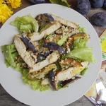 Салат с курицей, сливами и кускусом