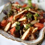 Салат с опятами и ароматной курицей
