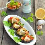 Овощная закуска на ломтиках баклажанов