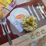 Салат с куриной грудкой и оливками