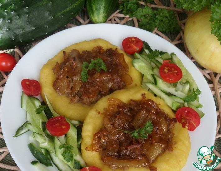 Рецепт: Картофельные ватрушки с мясом и луком