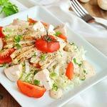 Хрустящий салат с курицей и шампиньонами