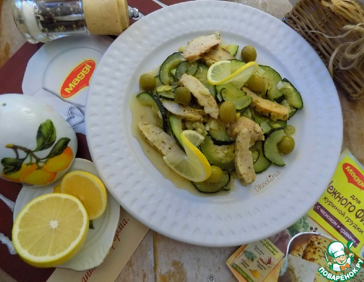 Рецепт: Тёплый салат с курицей и цуккини