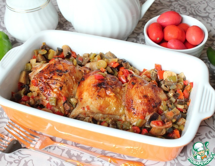 Рецепт: Куриные бедра в перечно-баклажанном соусе