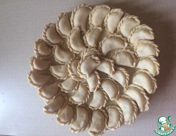 Рецепт: Вареники с картофелем и квашеной капустой