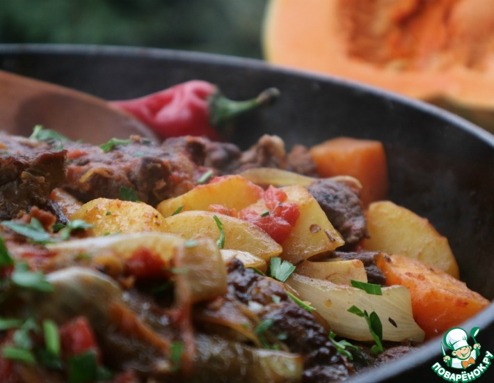 Рецепт: Мясо с тыквой и томатами