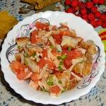 Куриный салат с сыром и помидором
